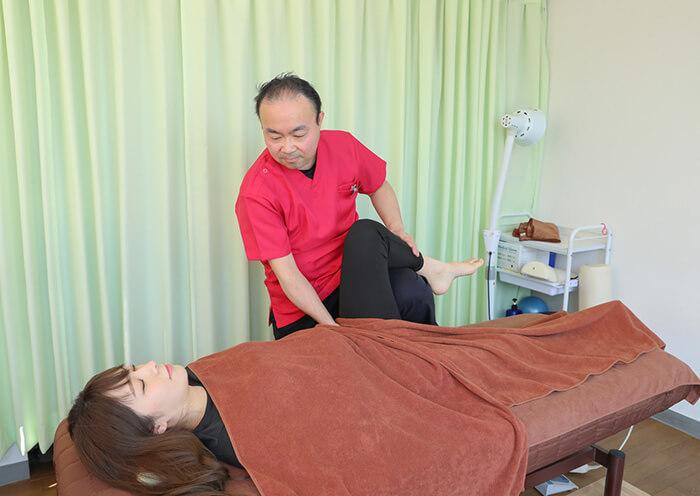 ≪鍼灸・整体≫LEAFの施術の様子